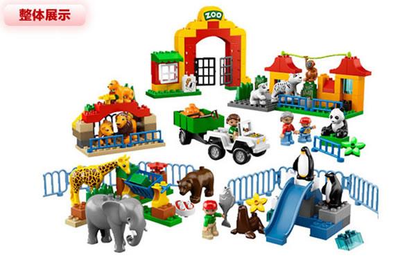 一家人正在参观城市动物园,他们喜欢观看各种的动物,例如熊猫、白虎、海狮和嬉戏的企鹅,你要帮助他们参观并要介绍各种动物,还有帮助动物管理员们,给动物们送去很多好吃的食物。这个玩具公园颗粒147个,其中包括包括12只乐高得宝动物和4名得宝小动物、2名动物管理员,1个女人和1个孩子,适合2-5岁孩子玩耍。 当当网价格879包邮(满599-180,实付669),同款京东商城780,易迅网939,一号店934。价格不错,可以看一下。另外,目前当当网网玩具专场正在进行满199-60/满399-120/满599-180